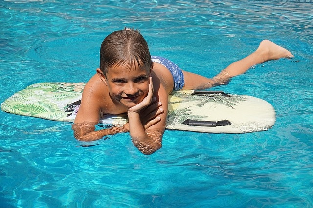 מה לעשות באילת עם ילדים על גלשן מים