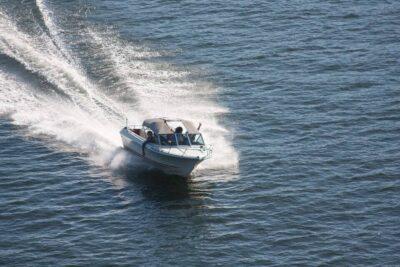 סירת מנוע לנהיגה עצמאית באילת